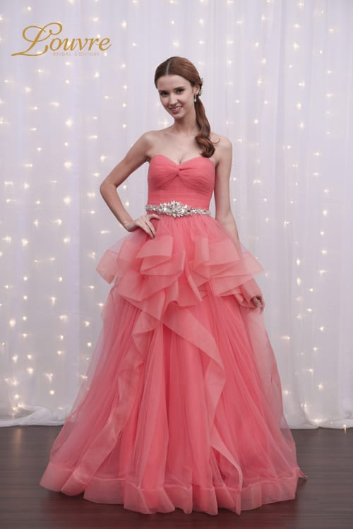 top_wedding_ideas_2019_pantone_living_coral_gown